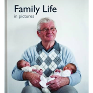 Family Life in Pictures (BOK)