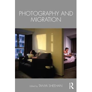 Photography and Migration (BOK)