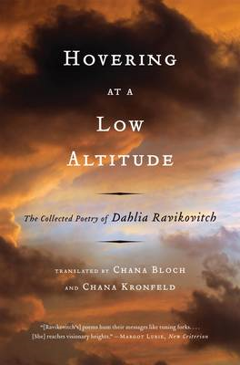 Hovering at a Low Altitude: The Collected Poetry of Dahlia Ravikovitch (BOK)