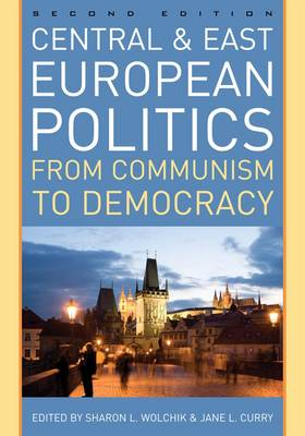 Central and East European Politics: From Communism to Democracy (BOK)