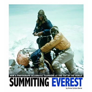 Summiting Everest: How a Photograph Celebrates Teamwork at the Top of the World (BOK)
