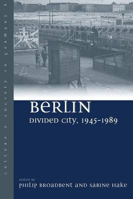 Berlin Divided City, 1945-1989 (BOK)