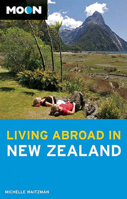 Moon Living Abroad in New Zealand (BOK)