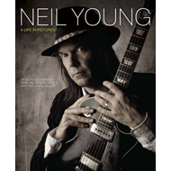 Neil Young Life in Pictures: Six Decades of Imagery (BOK)